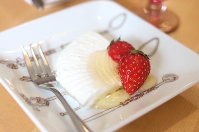 水切りヨーグルトのレアチーズケーキを作ってみた!